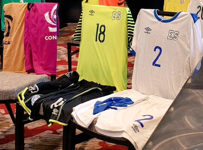 Copa Oro 2017: El Salvador vs Jamaica. Preparacion del juego. DEykfZ7XcAAfhcF