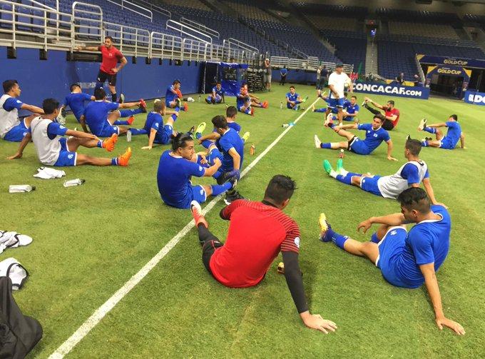 Copa Oro 2017: El Salvador vs Jamaica. Preparacion del juego. DEz8i9mUQAApXij