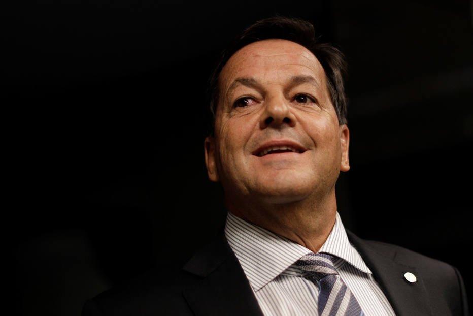 Após voto na CCJ contra Temer, PMDB tira cargos do relator Zveiter https://t.co/ZYfxSweFRh