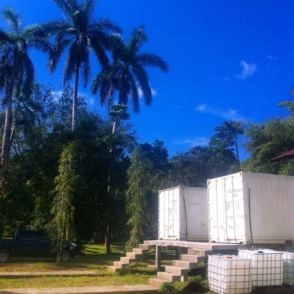 And to give another perspective, here&#39;s a snapshot of the #HARCC frog rescue containers from outside in Tela, #Honduras<br>http://pic.twitter.com/b9ICaouZ4o