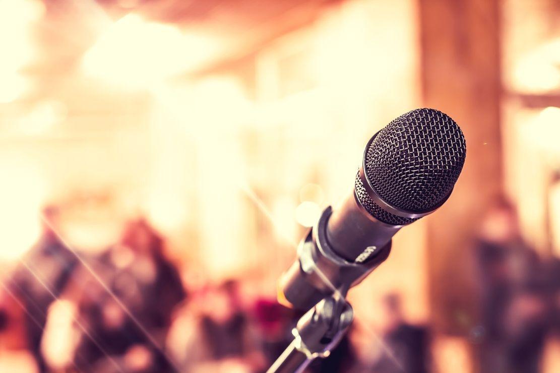 #Poets, #writers, #musicians, #comedians &amp; everyone else—share your talent at #Douglaston-#LittleNeck&#39;s #OpenMic!  http:// queenslib.org/2trOPmh  &nbsp;  <br>http://pic.twitter.com/ifwMQnJguM