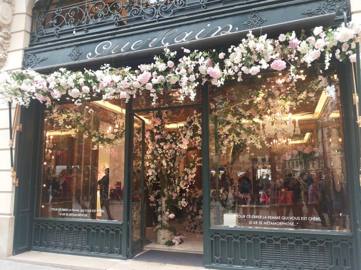 #Paris #Champs-Elysees <br>http://pic.twitter.com/7chkULxude