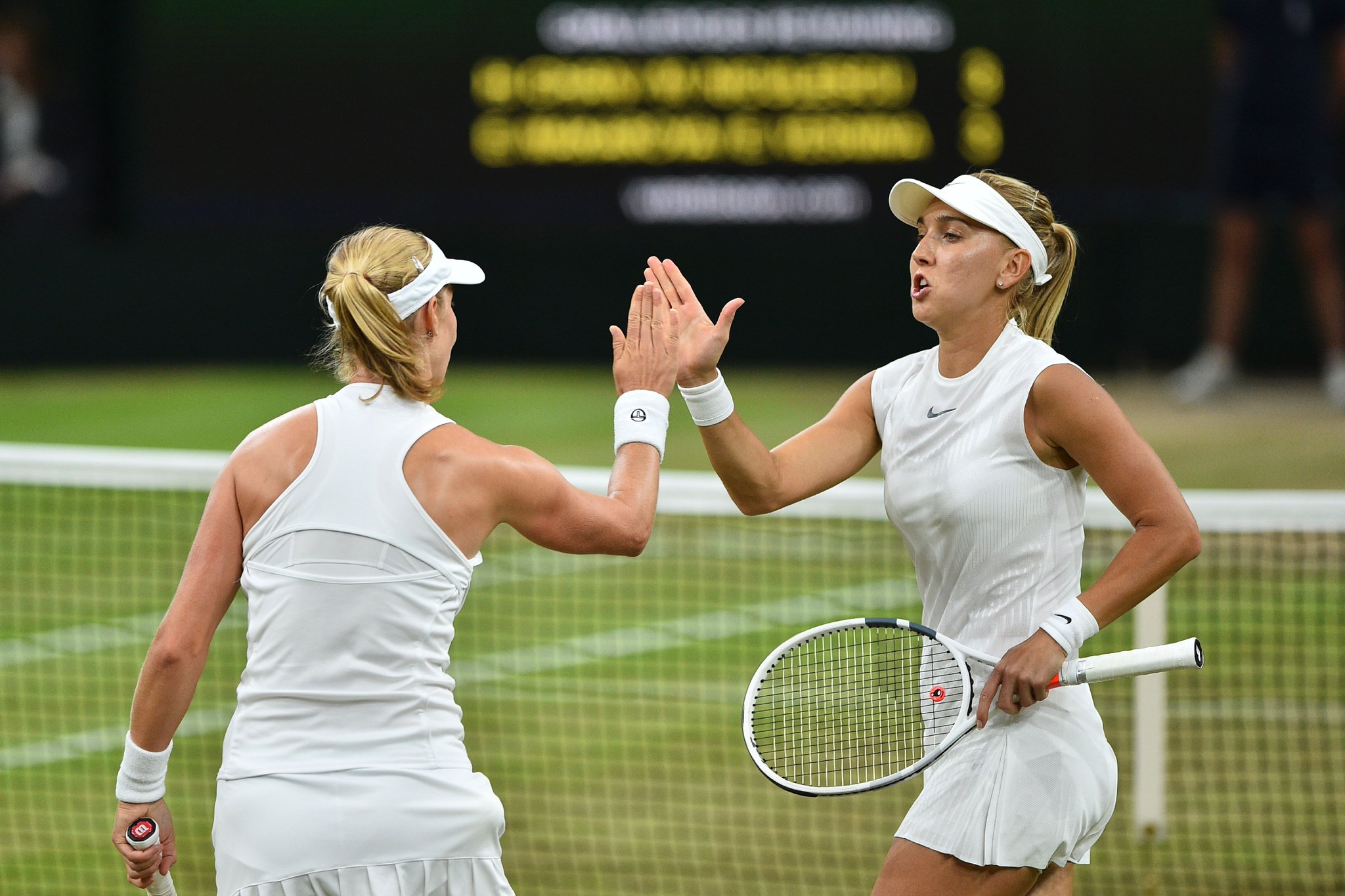Make that 5-0.  Makarova and Vesnina are on a roll.  �� @BBCTwo  �� https://t.co/jiUsK2EKJG #Wimbledon #bbctennis https://t.co/hlQVEQymzv