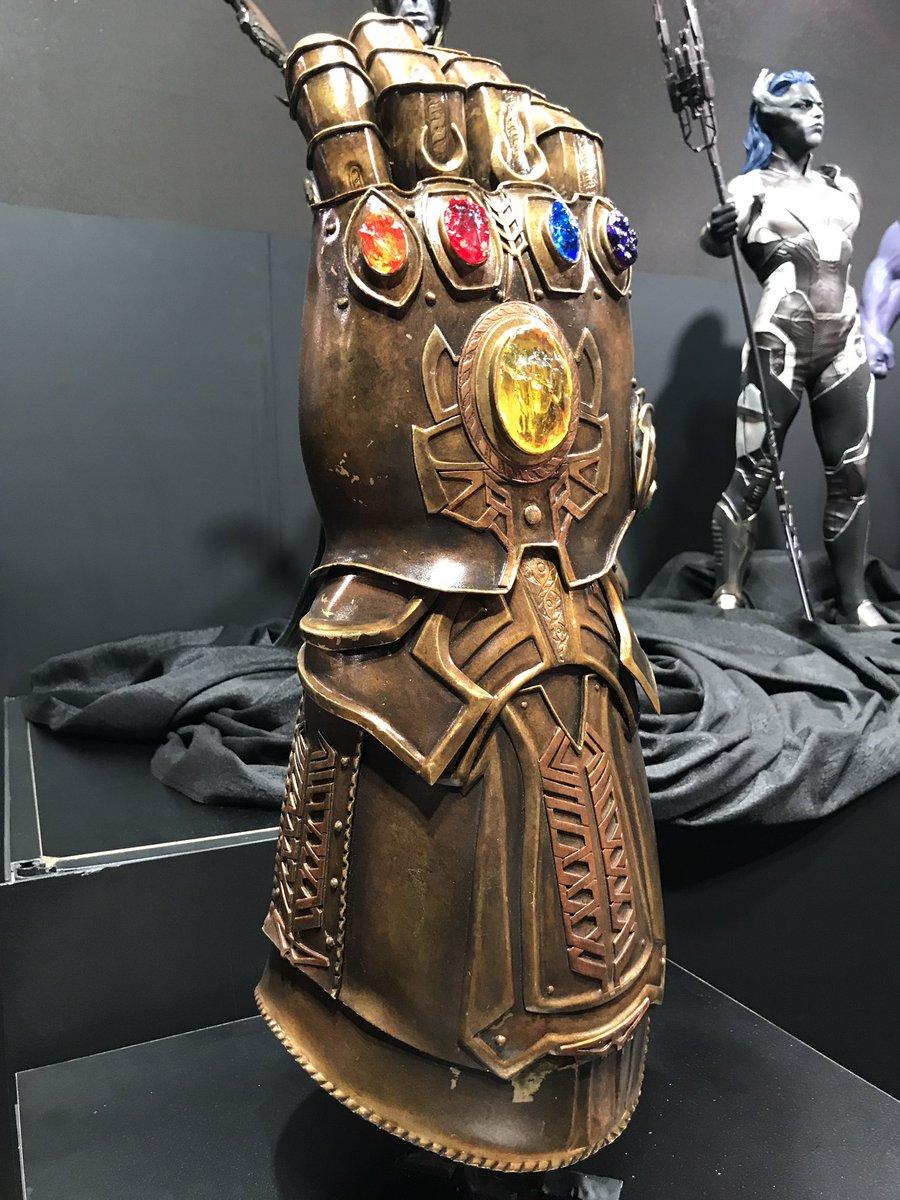 Manopla do Infinito em Vingadores - Guerra Infinita (D23 Expo)