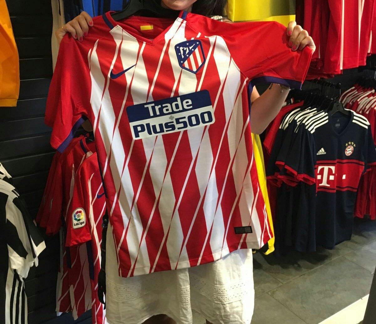 La nueva camiseta del Atlético Madrid salió a la venta sin presentación oficial
