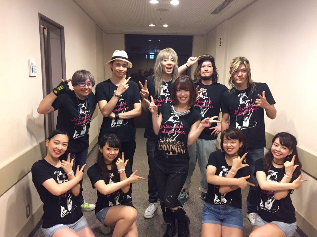 たくさん歌うと、好きが増えるからさみしさも増すのかもしれないね。ふふ。そんな大阪ライブでは新曲のリリースも発表されました!10月です。しあわせだ!!!大阪メンバーとともに!まあやチーム、まあやファミリー、そして、私を好きになってくれたキミが私はだいすきだよ! pic.twitter.com/ElJIxxJ9C4
