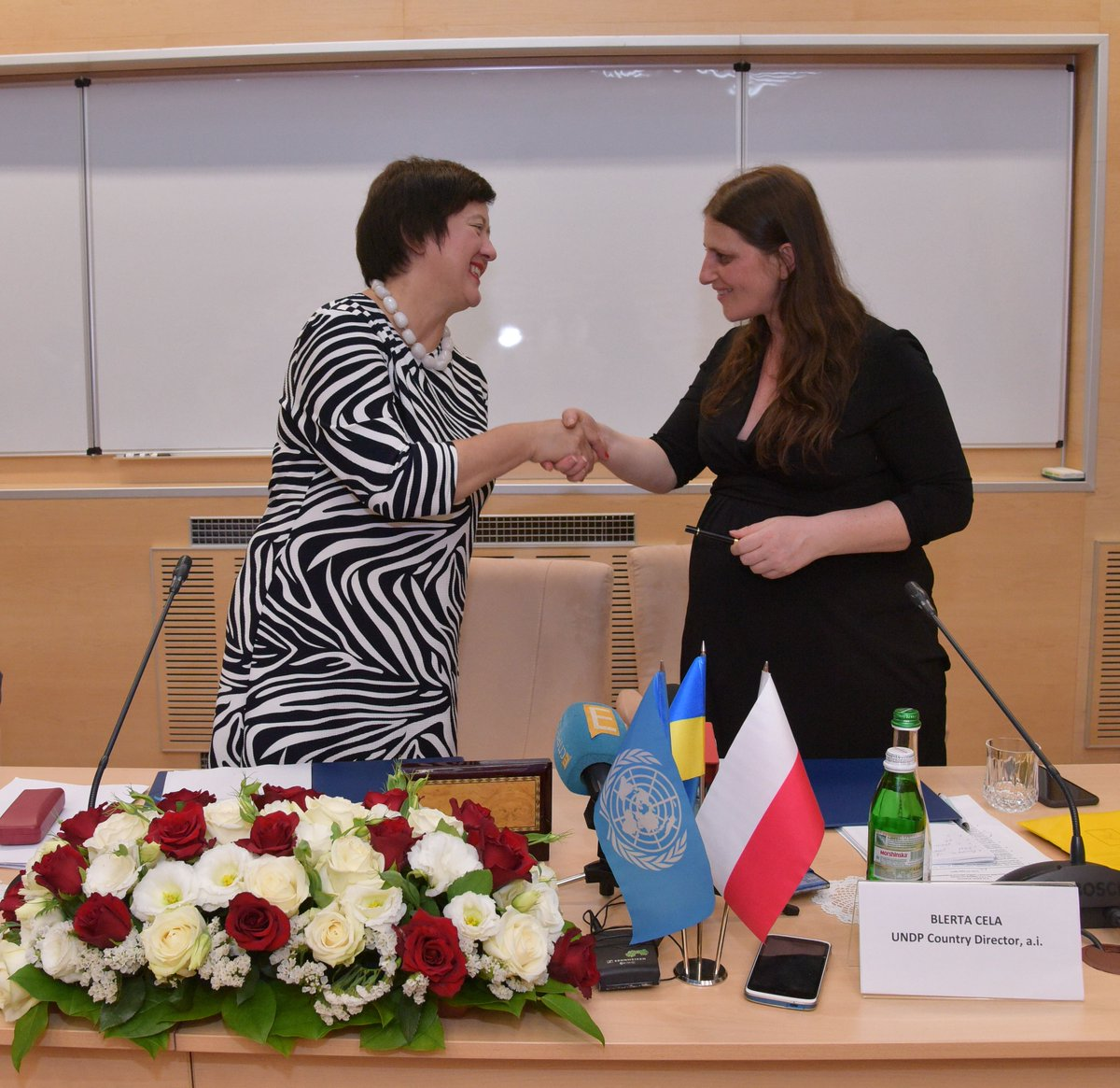 Deputy FM #Wronecka signed agreement with @UNDP for co-financing of development aid by #Poland #PolishAid in #Lviv.
