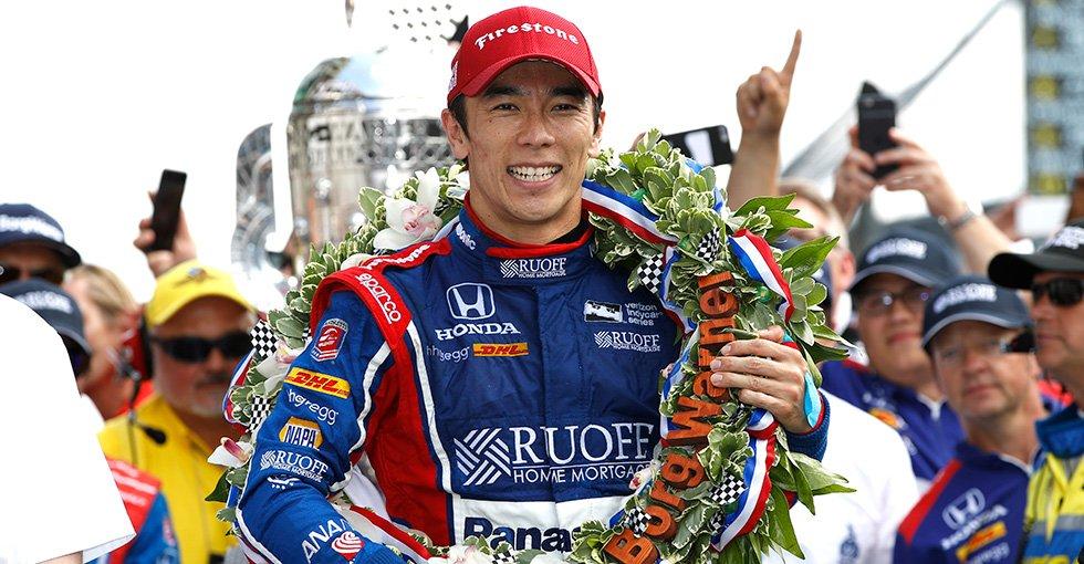 世界三大レースの1つと言われるインディ500にて、日本人初制覇の偉業を成し遂げた佐藤琢磨選手 @TakumaSatoRacer が、内閣総理大臣顕彰受賞とのこと!Honda従業員全員より、おめでとーーーーーう!!!!! #おめでとうTAKUMA #IndyCar