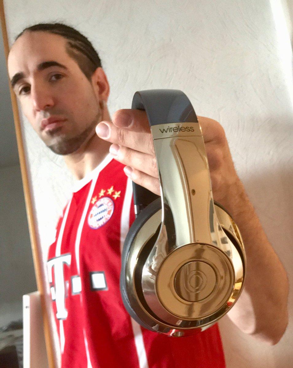 MUSIC + FOOTBALL 🙌🏼⚽🎼. Thanks @adidasfootball @FCBayern @BeatsByDreFR @beatsbydre  #heretocreate