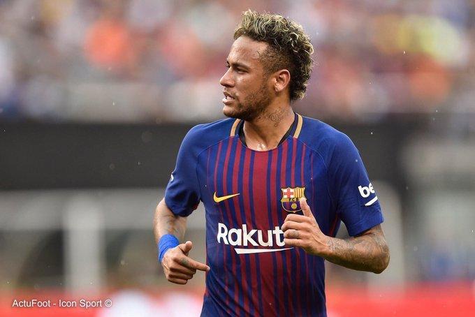 Neymar se serait sévèrement disputé avec Nelson Semedo lors de l'entraînement du FC Barcelone ce matin. (Mirror)