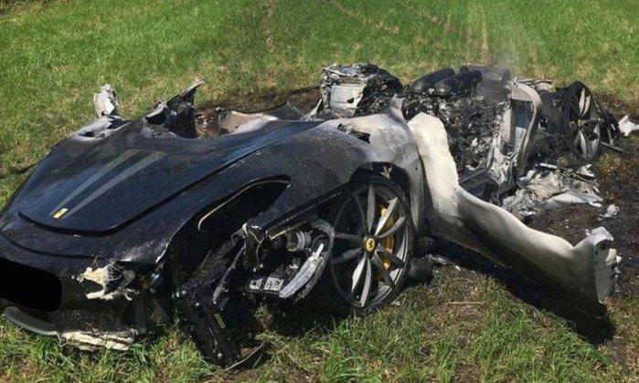 Motorista destrói Ferrari de R$ 800 mil uma hora após comprá-la. https://t.co/HiYQkuwYKB