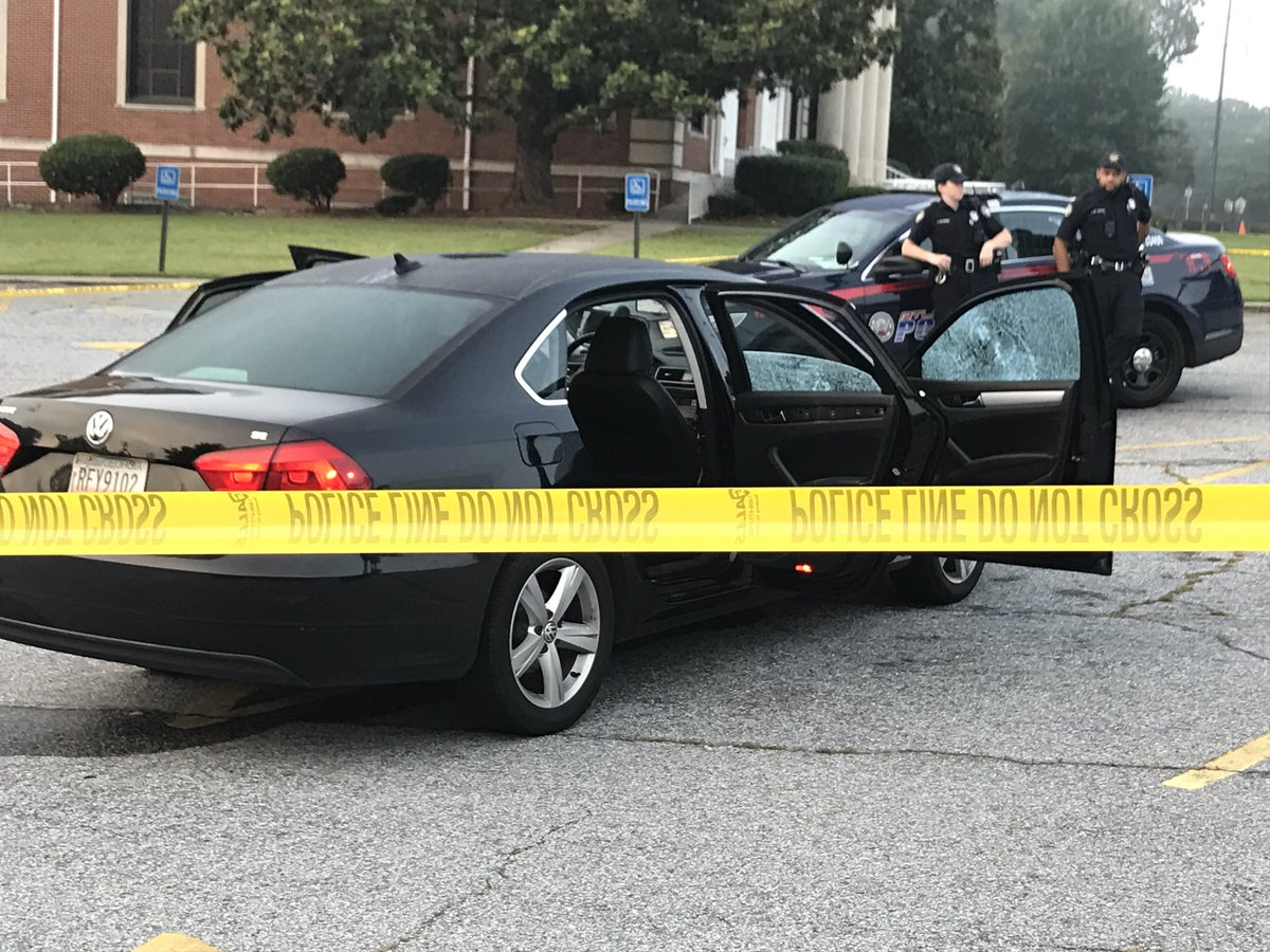Car sitting in the parking lot of the Berean Seventh-Day Adventist Church #AtlantaAlive <br>http://pic.twitter.com/8MJQBiSC8R