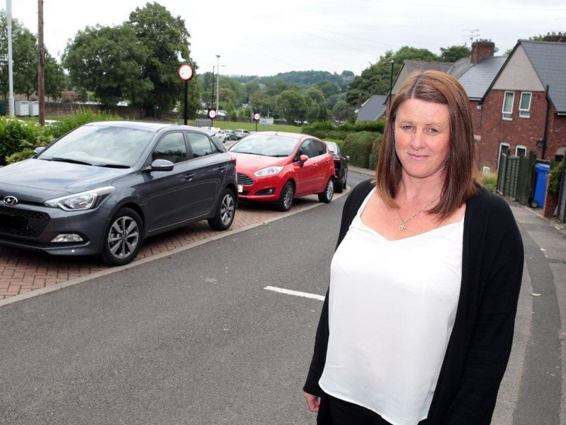 Sheffield resident says she cannot park outside her house near hospital because NHS staff are parking on her street https://t.co/k2hiuPsgXH