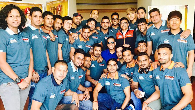 Proud owner of the @BengalWarriors 😁Wishing these champs a great @ProKabaddi season ahead. Opening ceremony today at 7.30pm @StarSportsIndia https://t.co/jWW7KGts0O