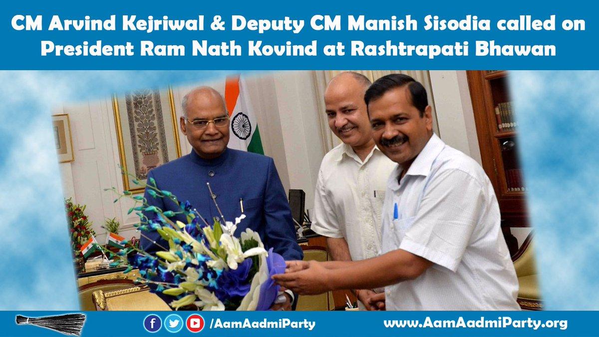 Delhi CM @ArvindKejriwal and Deputy CM @msisodia called on President, Shri Ram Nath Kovind at Rashtrapati Bhavan