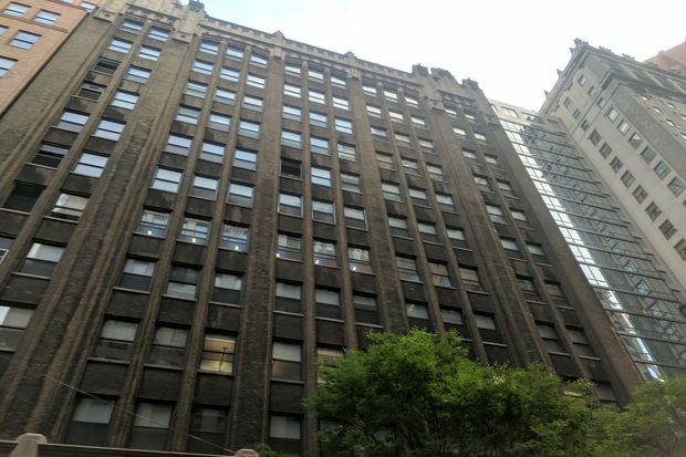 Man and woman jump to their deaths from Midtown high-rise, NYPD says: https://t.co/V79vc9epg1