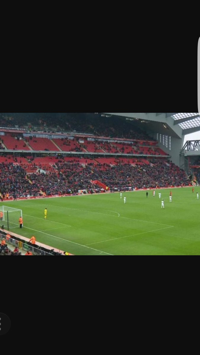 Strange Liverpool with such a big fan base can't even fill there new stand on a normal match day? #jokeclub #LFC #EFC #ManUtd #MCFCpic.twitter.com/gTcojqBRFU