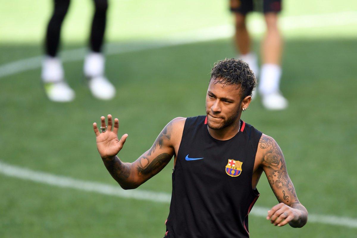#Mercato @neymarjr annule une rencontre avec des fans à Shanghai assurant qu'il devait «s'occuper d'un transfert»...