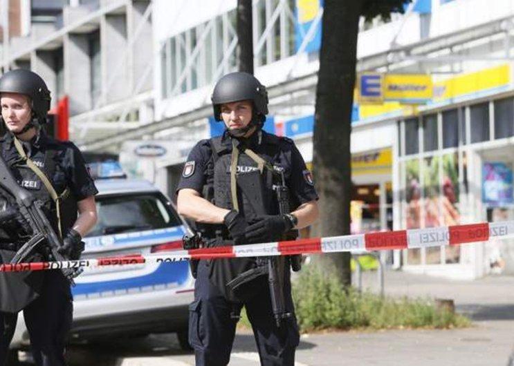 Germany: 1 dead, 4 wounded in knife attack at Hamburg market https://t.co/czzhUDeTda