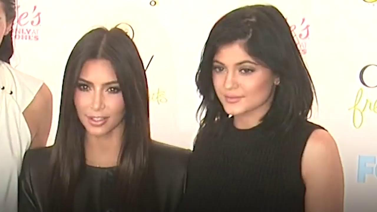 .@kimkardashian and @kyliejenner are style twins: https://t.co/qrnVzCTcRx https://t.co/QlQ3lHu6zH