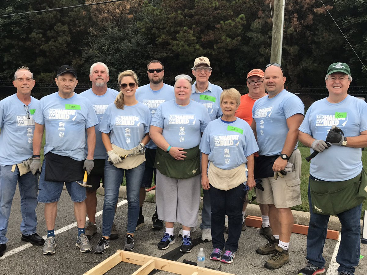 Meet #TeamSkyBlue, aka @lindythackston's team at our #FOX59Habitat build! Thank you to all of our volunteers! https://t.co/jxDEb5Uxnj