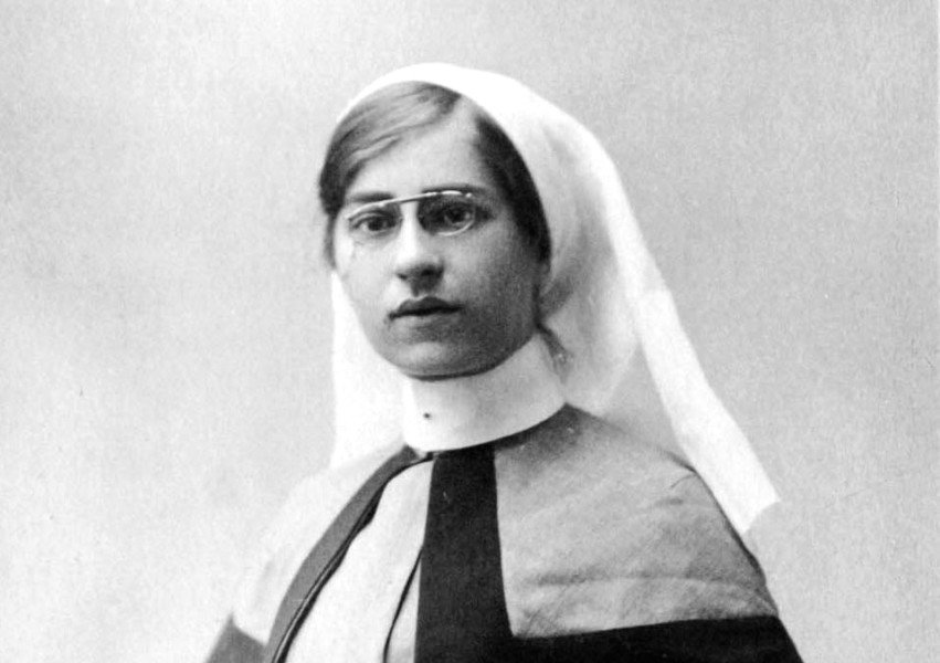 Nurse Nellie Spindler the only woman buried with full military honours at Passchendaele https://t.co/P34jfQZpIe