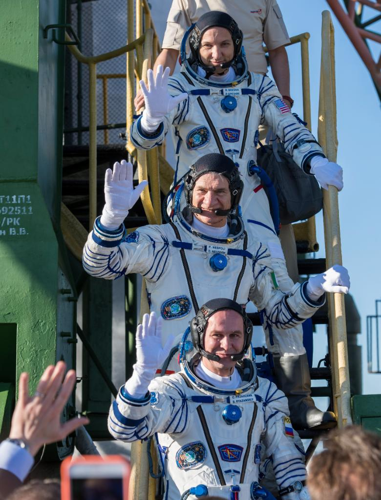 LIVE NOW: @Astro_Komrade & crew are inside their spacecraft prepared to launch from Earth for . W@Space_Stationatch: https://t.co/mzKW5uV4hS