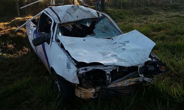 Motorista morre após atropelar mula e capotar carro no Sul de Minas https://t.co/aT1Bcjt3no