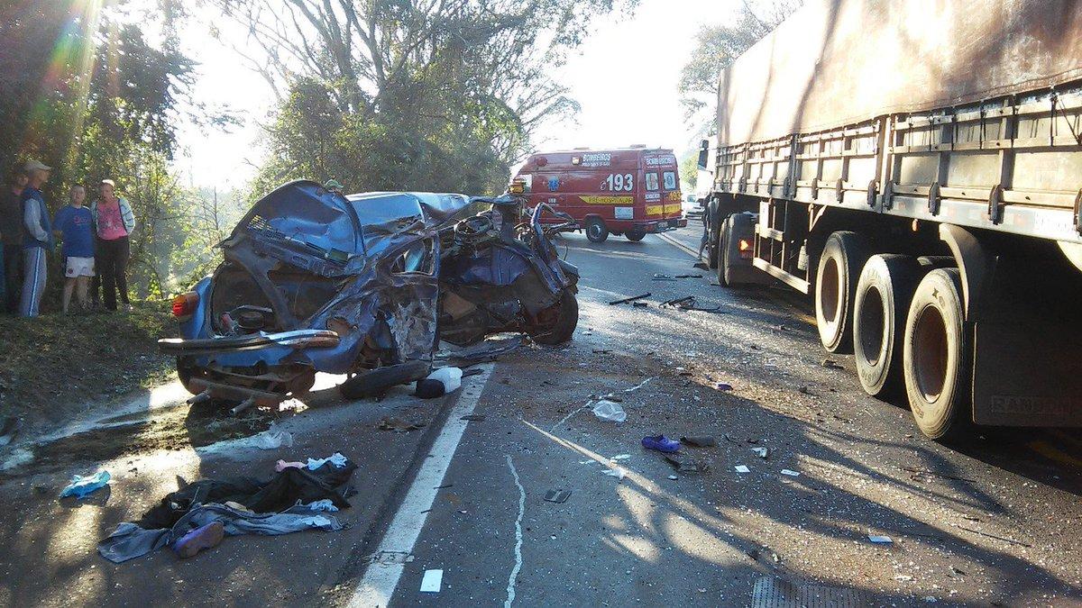 Mulher morre em acidente entre Fusca e dois caminhões em SC https://t.co/va2rrJhgko #G1