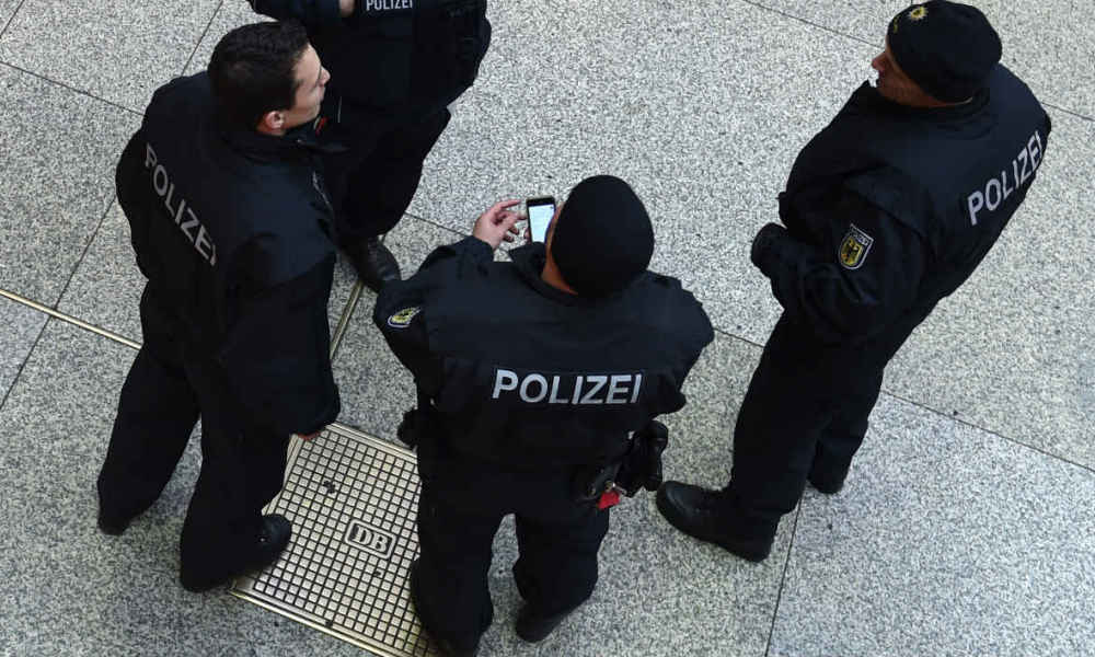 ALERTE INFO - Allemagne: un mort, plusieurs blessés dans une attaque au couteau à Hambourg https://t.co/T6176KbXob