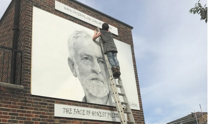 8ft Jeremy Corbyn mural is unveiled on side of pub https://t.co/wQ99fVRKRg https://t.co/Kst4U3pWtY