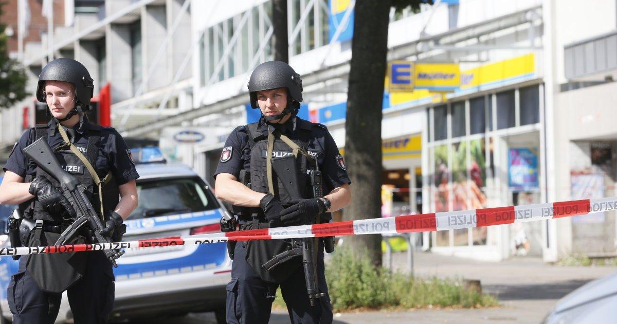 L'attaque au couteau à #Hambourg a fait un mort et quatre blessés #Allemagne https://t.co/dK3YdFGZnf