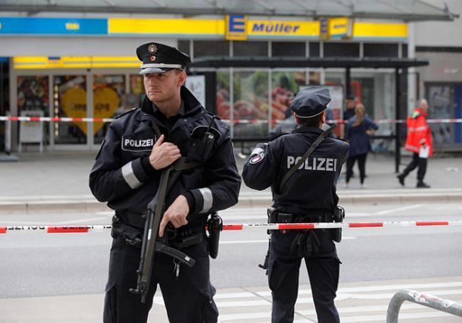 Allemagne : un mort et plusieurs blessés dans une attaque au couteau >> https://t.co/edNt9Lqs0p