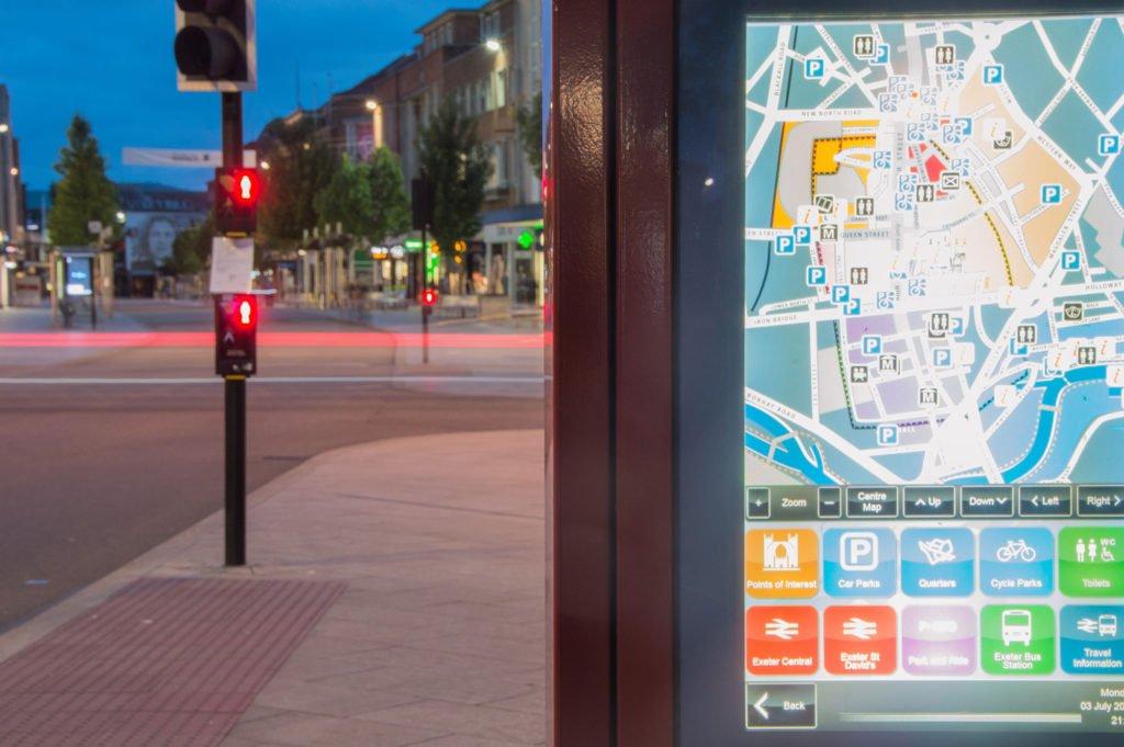 Der Verkehrsfluß auf Schnellstraßen: Modelle, Überwachung, Regelung