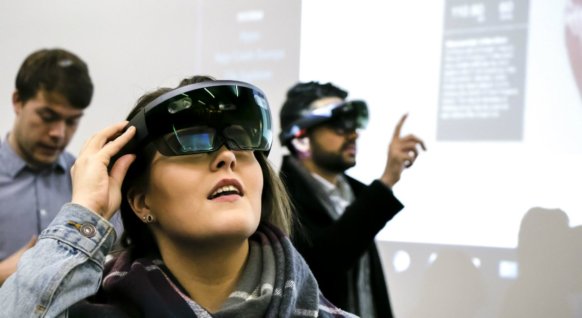 Mixed reality offers glimpse of #medical future.  http:// ow.ly/yIyl30dQHUb  &nbsp;   #StudyAbroad #StudyInScotland #Dundee<br>http://pic.twitter.com/9YhxxPYXan