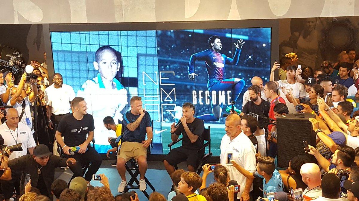 Neymar pada acara sponsor di Miami