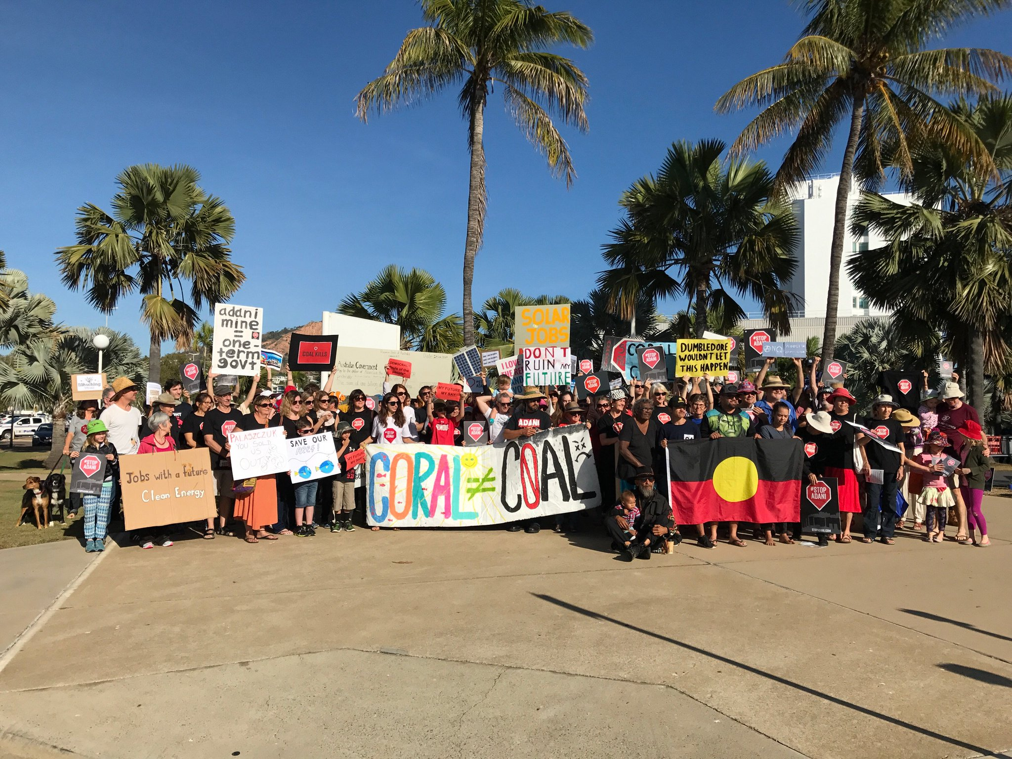 NOW in Townsville: Two hundred protestors Juru Traditional owner Aunty Carol Prior say NO to Adani outside State ALP conference #StopAdani https://t.co/uMsqXrjsAS
