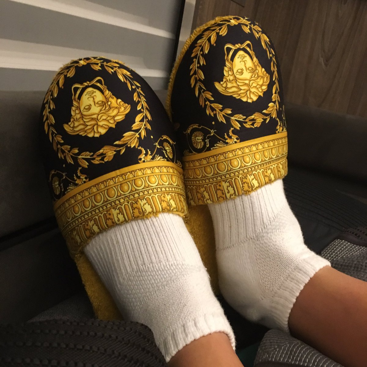 Bruno Mars Flaunts his gold like slipper in new twitter photo