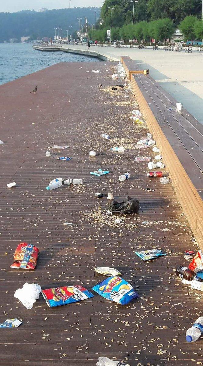 Istanbul boğazındaki Kazıklı! yollar halkımız için çok faydalı oldu. Çöp bidonu işlevi görüyor.. https://t.co/IXo6Uqsdqf