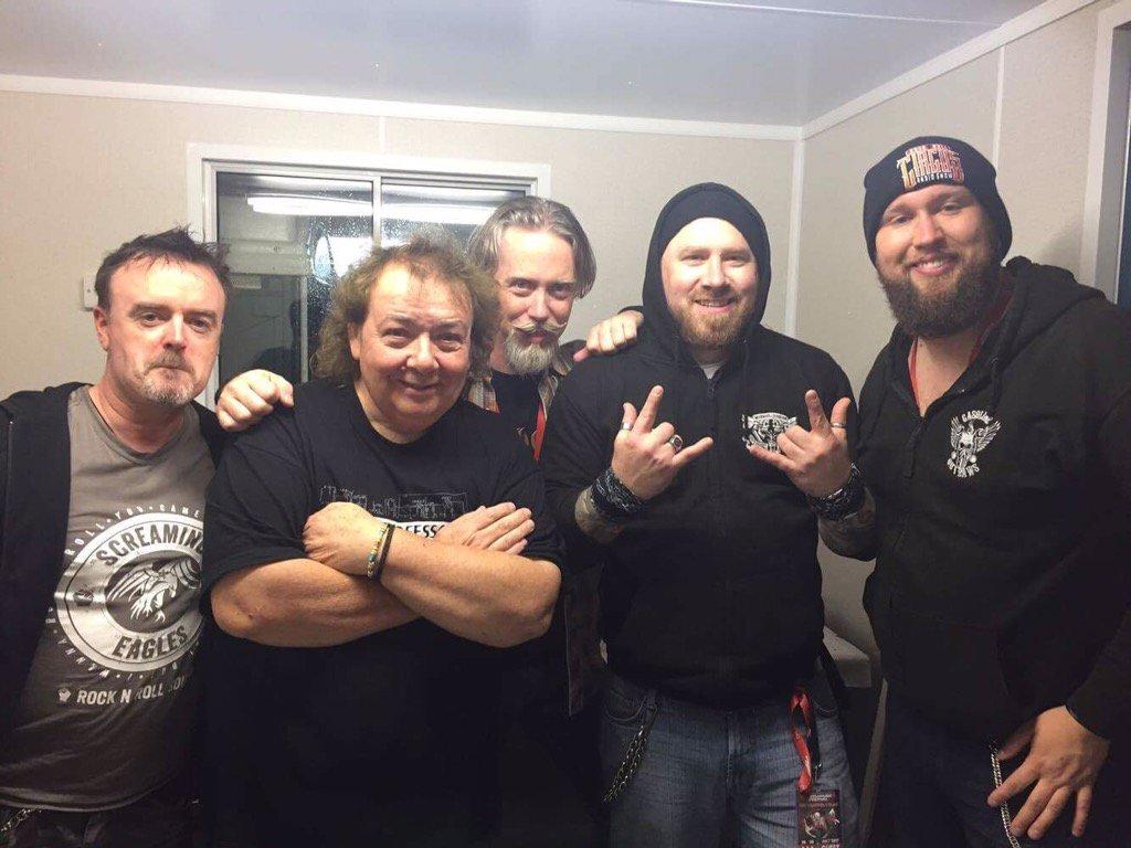 The @truckerdiablo lads with guitar legend @Bernie_Marsden at @SteelhouseFest last night https://t.co/1ODcZjA6Il