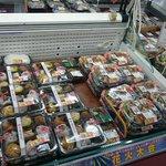 【悲報】墨田区文花のスーパーで商品が余りまくり!花火大会雨天が影響・・・