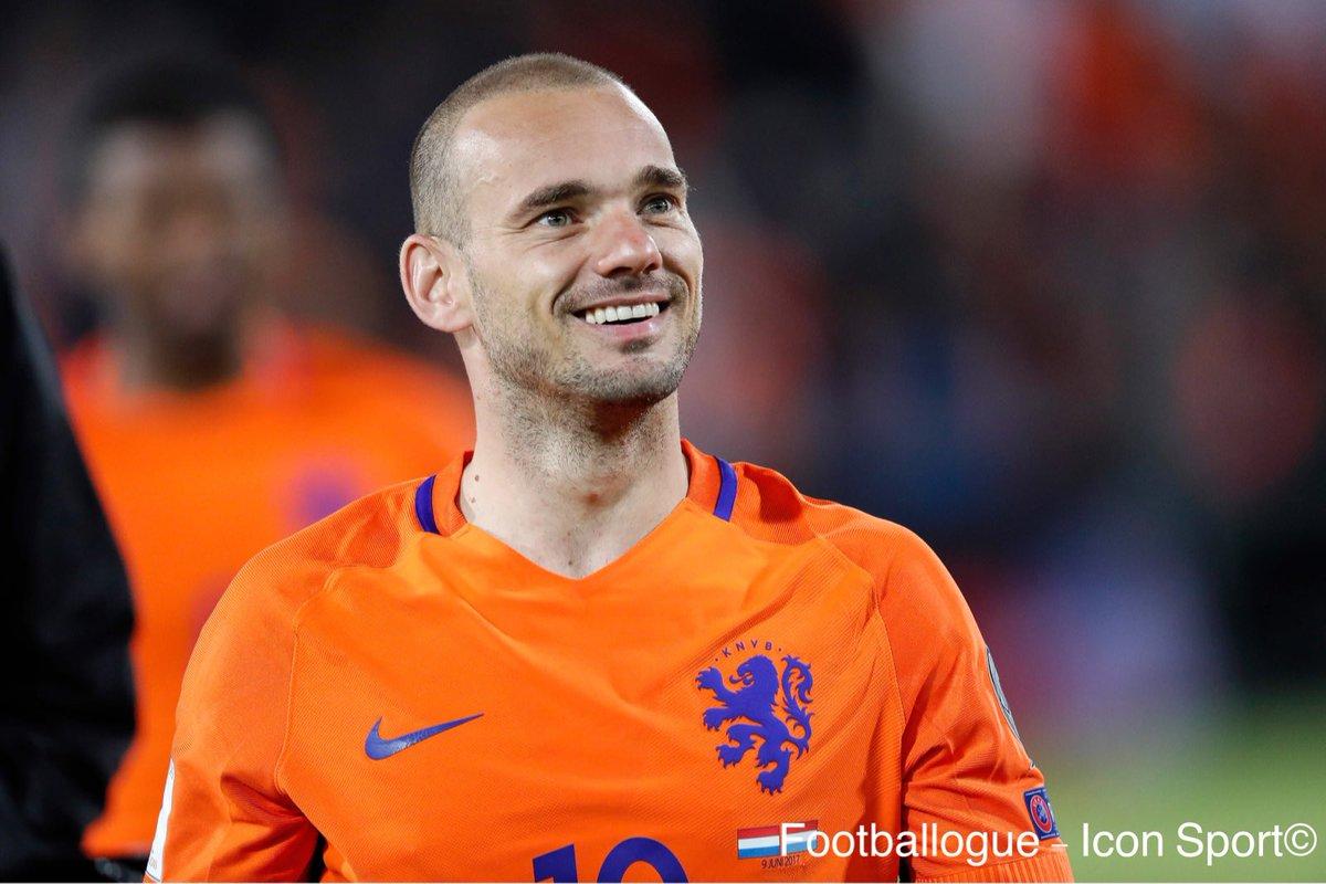 [#Transfert] BREAKING ❗️  Nice a offert un contrat à Wesley Sneijder. L'ancien joueur de l'Inter devrait accepter.  Via @ajaxdailydotcom