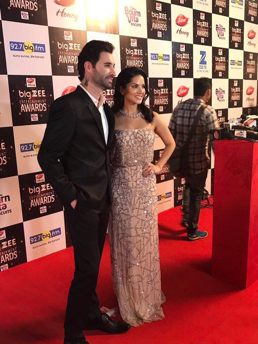 Love this picture of us! After a long time getting a chance to stand next to this hottie on the red carpet @DanielWeber99 https://t.co/Or6RAtQeLF