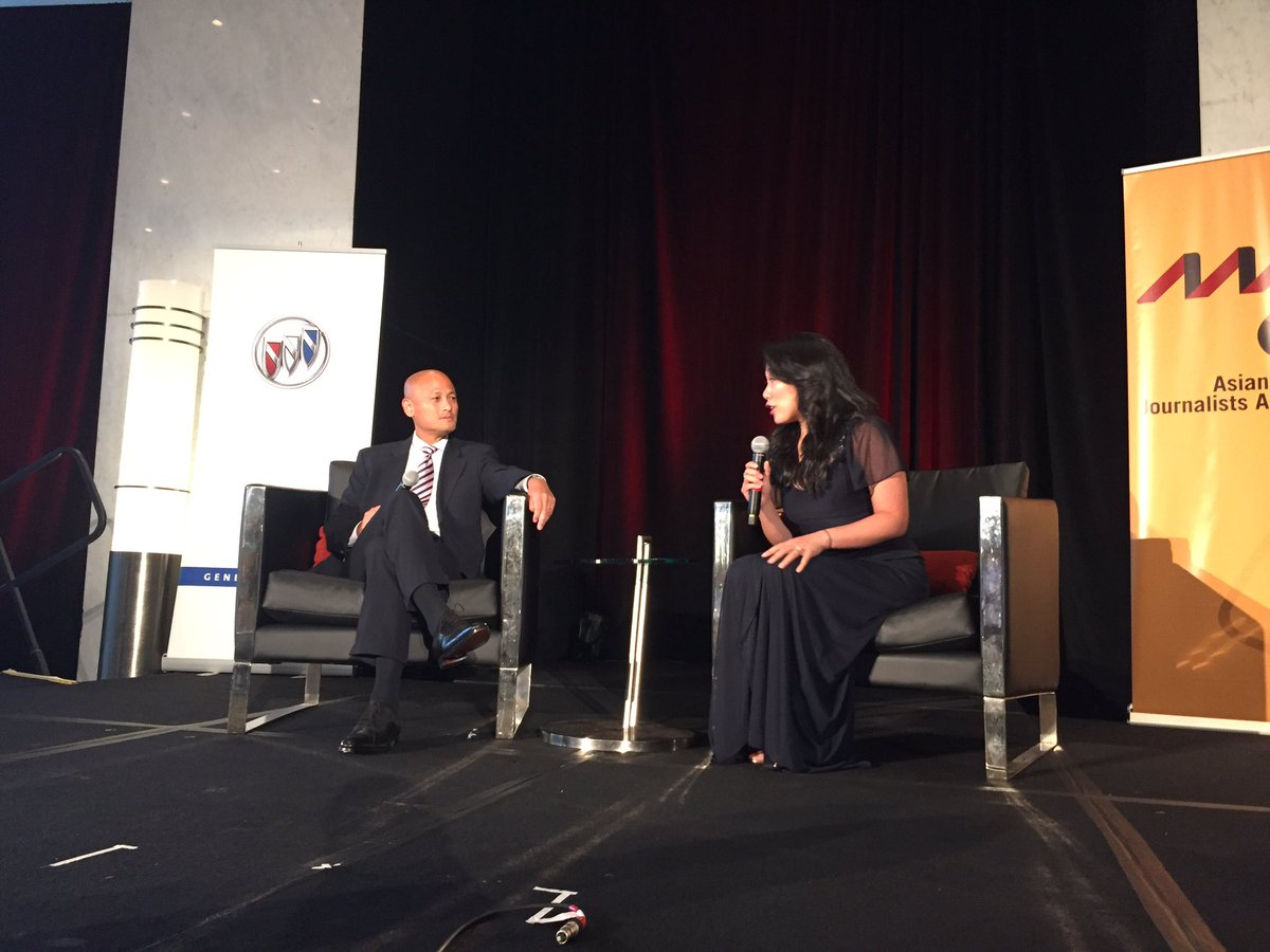 .@michelleyutv and @hornets GM Rich Cho in convo at the #AAJA17 gala right here in #PHL!