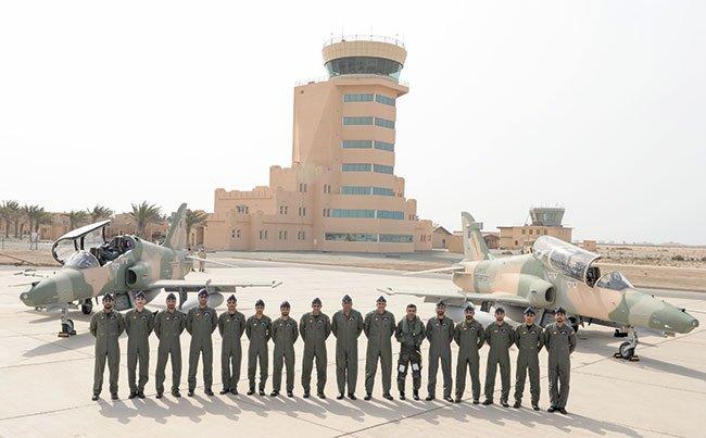 """سلطنة عمان تستلم الدفعة الأولى من طائرات """"هوك"""" البريطانية DF9HQ4CXcAAr2gr"""