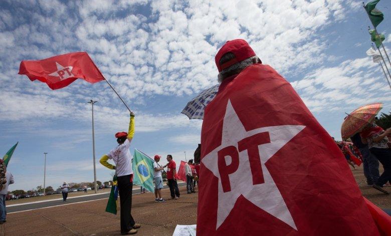 Diretório Estadual do @PT_PR se solidariza com companheiros José Dirceu e @zeca_dirceu pelo falecimento de Dona Olga https://t.co/MyzGdjux1G