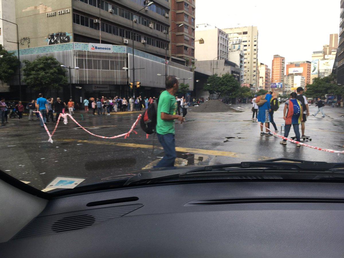 via @leomendezgomez: @traffiCARACAS  trancada Francisco de Miranda https://t.co/IBO9tXmUO4 #Miranda
