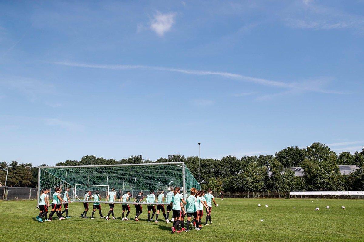 Together @selecaoportugal #POR #Portugal #Dream #WEURO17<br>http://pic.twitter.com/khrsyU0fNY