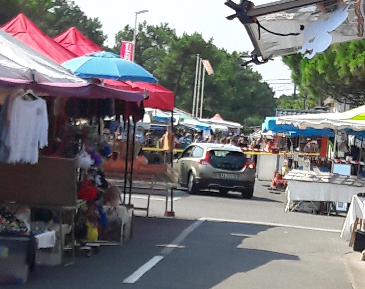 DIRECT 🇫🇷 #Gironde Une voiture a foncé sur la foule d'un marché à Montalivet-les-Bains. https://t.co/xOBhg9rudD