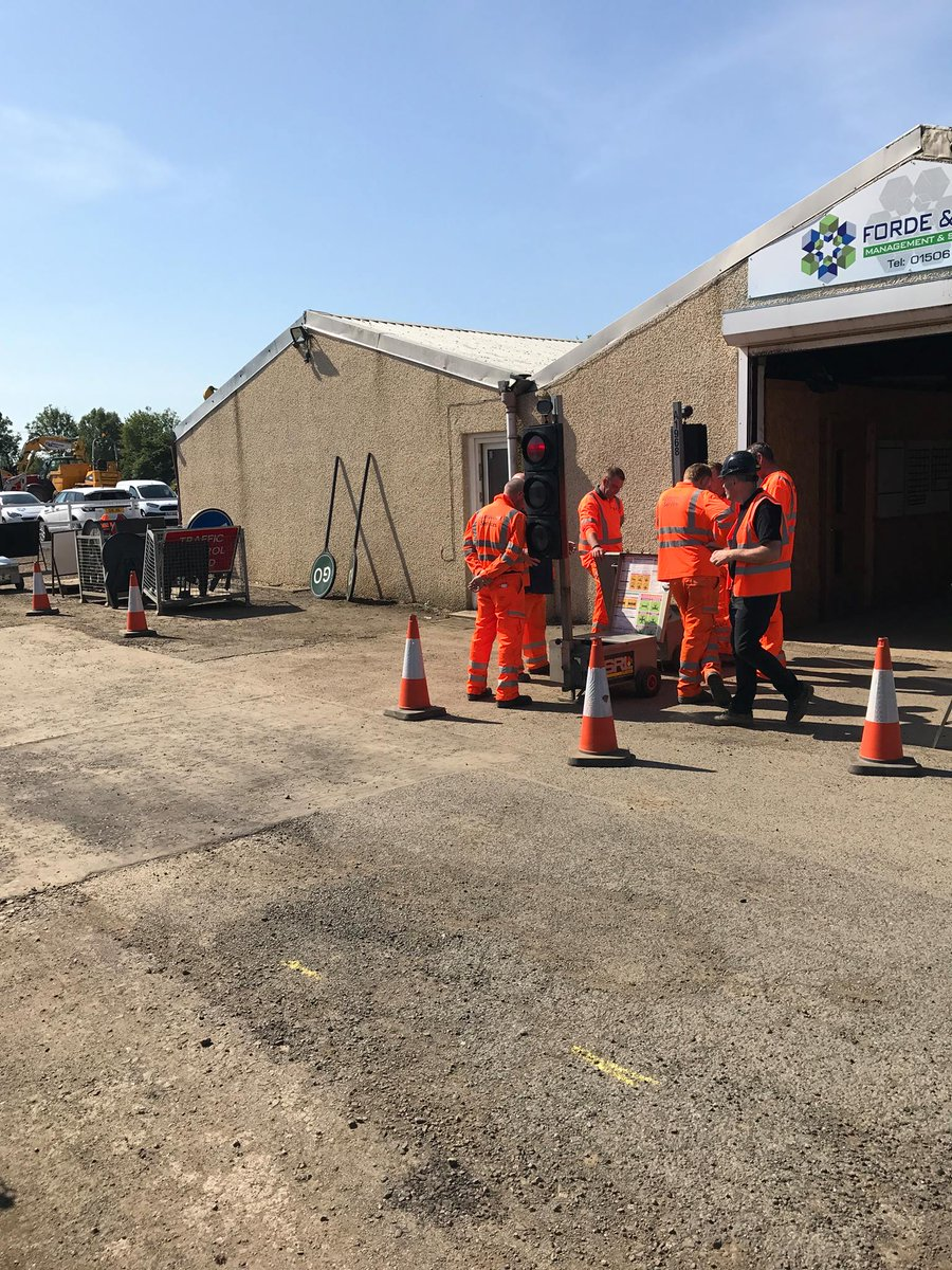 The sun is out for our Sign Light u0026 Guarding training #construction #training #trafficlights #constructionworkerpic.twitter.com/mEhFH6nsYF & Forde Training Ltd (@fordetraining) | Twitter azcodes.com